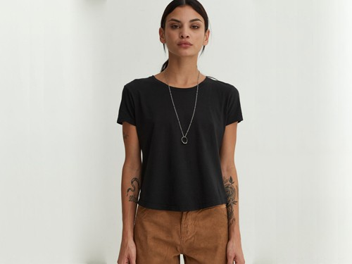 Remera de mujer Fitted Tee Black