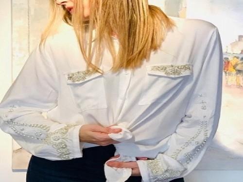 Camisa de mujer de fibrana con bordados y apliques de perlas - TWINLP