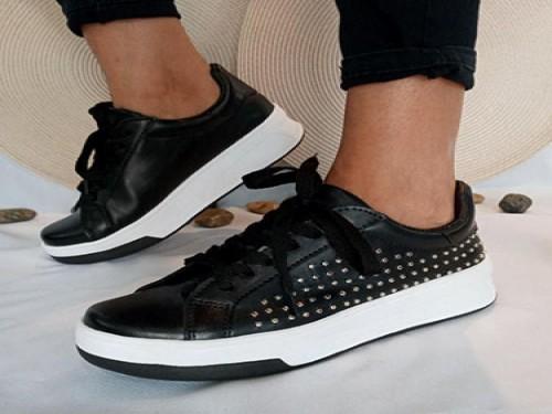 Zapatilla eco negras con tachas
