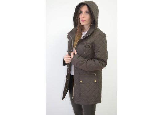 Campera 3/4 de mujer con capucha desmontable.Interior con guata y piel