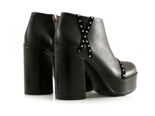 Botas cortas de cuero en negro con plataformas de mujer Batistella
