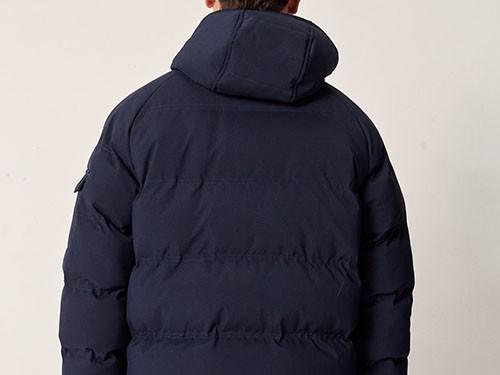 Campera de nylon PADDED con capucha y cable ajustar cintura. PROTOTYPE