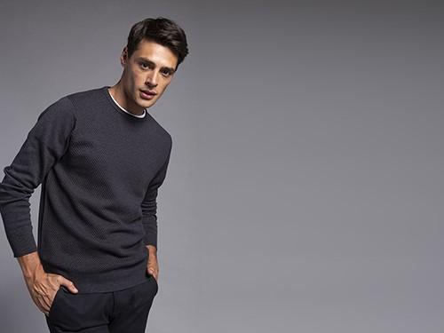 Sweater Regular Fit Fantasía Con Puntos En Relieve