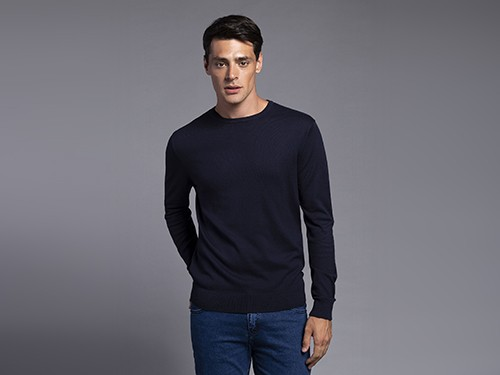 Sweater Regular Fit Liso Con Escote Redondo