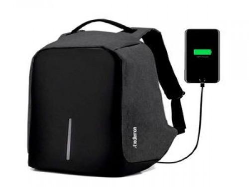 Mochila Antirobo Impermeable C/Usb Cierre Escondido Laptop