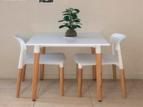 Juego de comedor mesa Eames 70 x 70 + 2 sillas Milan