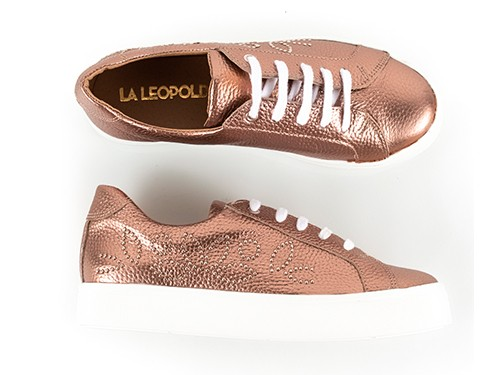 Zapatillas de cuero cobre con tachitas Limay La Leopolda