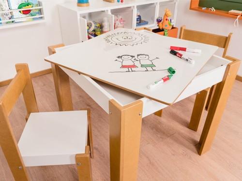 Conjunto de Mesa cajón con pizarra blanca y 2 sillitas chicas