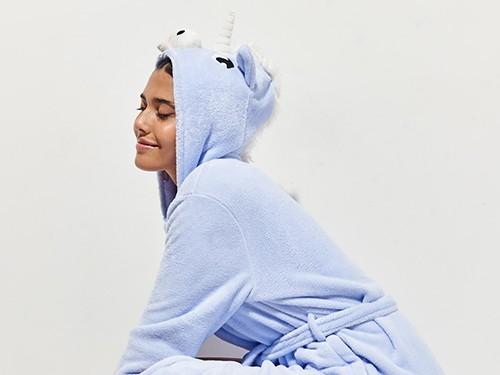 Bata Unicorn De Piel Sintética Tipo Peluche Mujer 47 Street