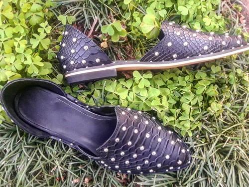 Chatitas Mujer Flats Arcadia Zapatos Cuero Crocco Negro Tachas Divinas