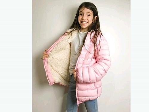 Campera de nena ultraliviana con interior de corderito y guata.